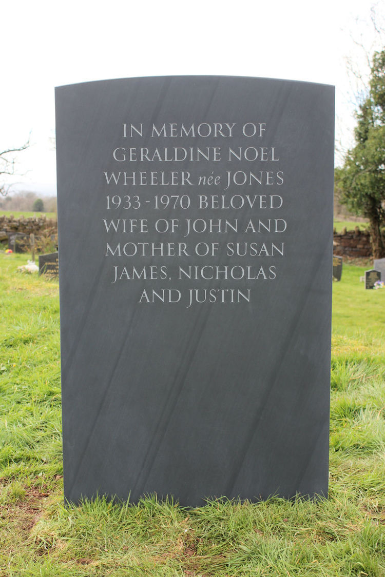 Do you put a maiden name on a headstone?