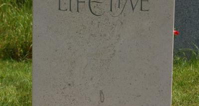 choosing headstone materials