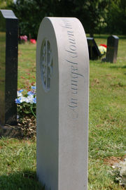 nabresina headstone with lettering around the edge