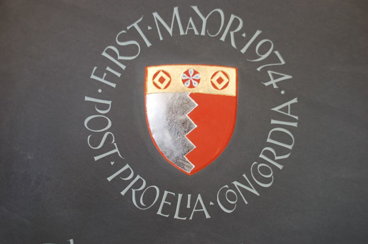 crest carved in slate headstone